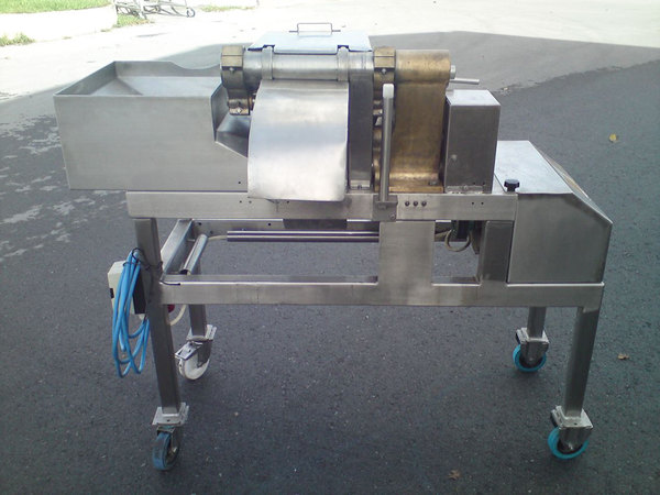 Photo CUBE CUTTING MACHINE