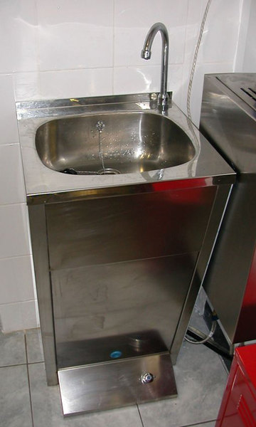 Photo FLOOR MOUNTED SINK