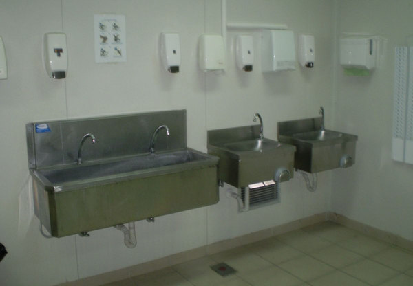 Photo WALL MOUNTED SINKS FOR PRODUCTION SITES ENTRY POINTS